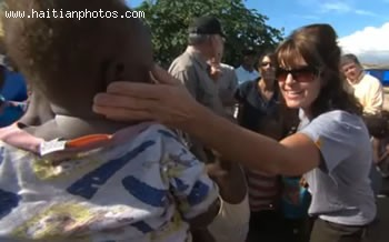 Sarah Palin Is Greeting The Haitian Population