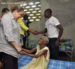 Sophia Martelly visits communal Asylum of Port-au-Prince