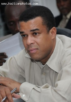 Senator Steven Benoit demands that amended Haitian Constitution published