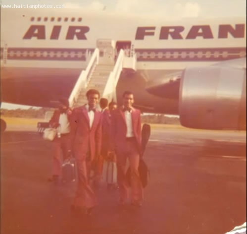 Les Vikings DHaiti Traveling In Air France