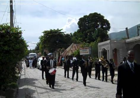Funeral procession in Lascahobas