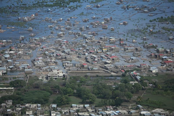 Cap-Haitian wakes-up under water all streets flooding
