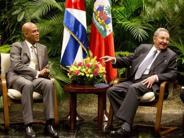 Michel Martelly in a meeting with his Cuban counterpart Raúl Castro