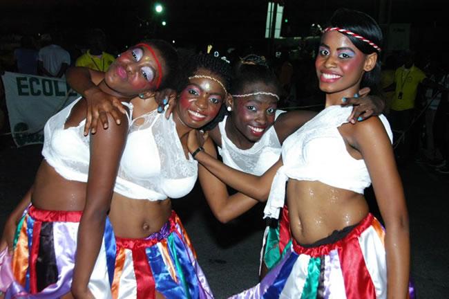 Le Peuple S'Amuse - Haiti Kanaval 2015