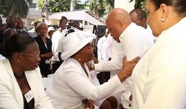 President Michel Martelly with Family victimes - Kanaval accident