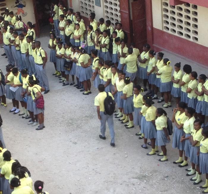 Presidential order for public school students to wear same uniform
