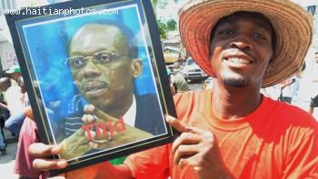 Fan Holding Jean-Bertrand Aristide Picture